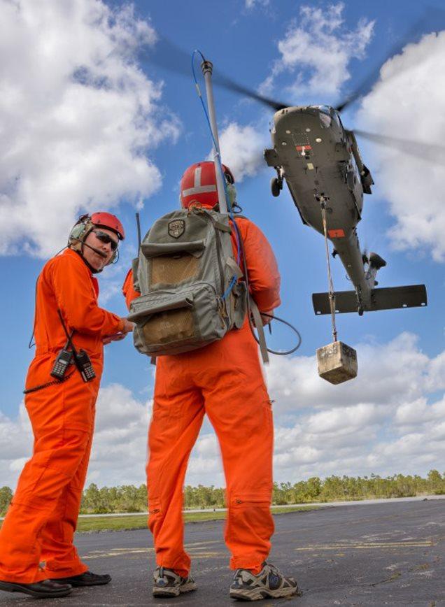 Black Hawk de 5.200 kg é transformado em helicóptero de controle remoto