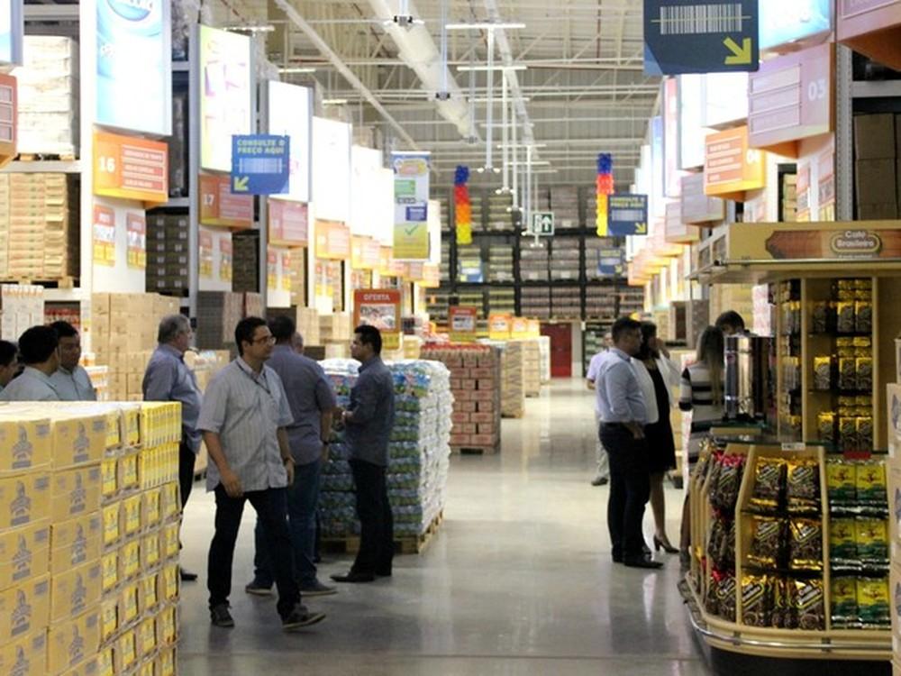 Com consumidores cortando gastos, atacarejo foi o setor varejista que mais cresceu no ano.