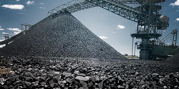Futuros do minério de ferro e do aço esticam perdas na China com estoques elevados.