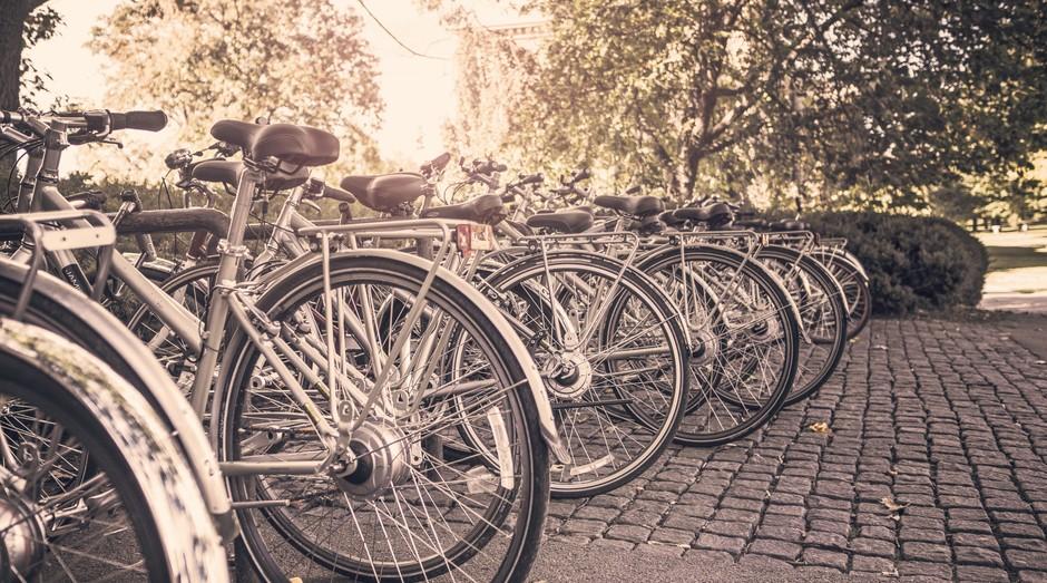 Em SP, entregadores usam bikes para levar pedidos de Apps de comida.